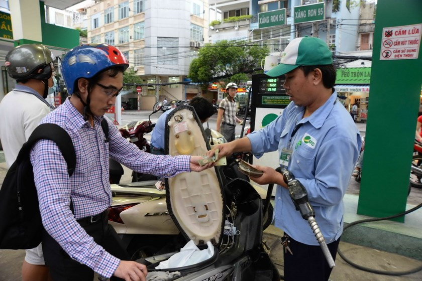 Vietnam's retail gasoline price is at its record high of VND25,640 (US$1.21) per liter after a latest increase July 7, 2014. Photo: Diep Duc Minh