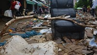 Typhoon flood leaves messes in northern Vietnam, 27 deaths counted