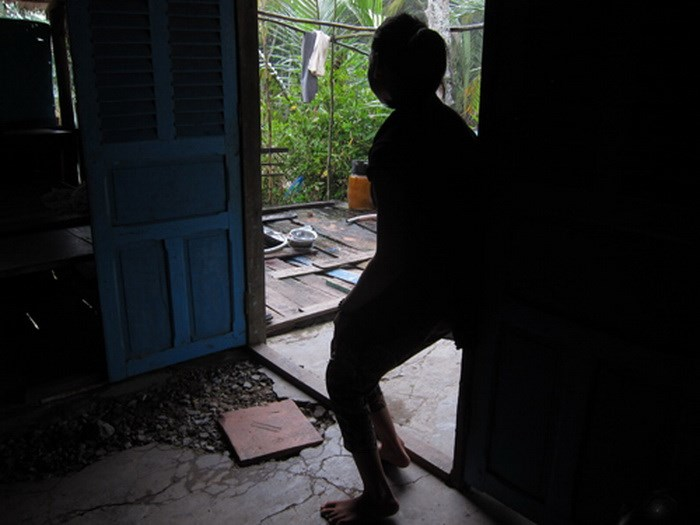 A 16-year-old girl from Hau Giang Province, who was raped at a charity center in Ho Chi Minh City but her poor mental condition failed to persuade the police to believe her statements that the center owner of nearly 80 years old did that to her. Photo: Kh
