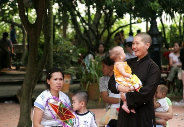 This undated file photo shows a nun at Bo De pagoda in Hanoi and local philanthropic women enjoy Mid-Autumn Festival with orphans living at the pagoda.