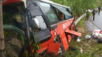 3 killed as bus hits cliff in central Vietnam