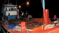 The fishing boat of Quang Ngai local Le Khoi returned home on August 16, 2014 after Chinese pirates reportedly stole its equipment and catch. Photo: V.Minh/VnExpress