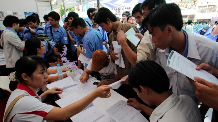 University students at a jobs fair in Ho Chi Minh City. Photo: Nhu Hung/Tuoi Tre