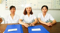 (L-R) Khuat Thi Dinh, Hoang Thi Nguyet and Phan Thi Nam Dong exposed a billing fraud scheme that affected over a thousand patients at their workplace Hoai Duc General Hospital in Hanoi in 2013. Photo credit: Tuoi Tre