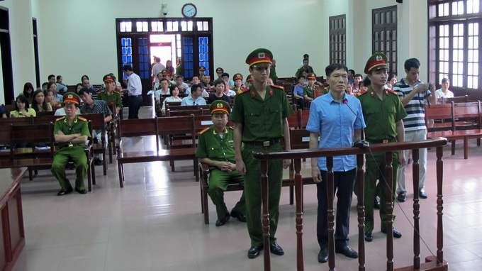 Hai Phong cop gets extra time for helping corrupt brother flee