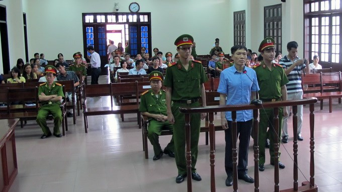 Duong Tu Trong, former deputy head of the Hai Phong Police, being tried on August 28, 2014. The court later added an additional 15 months to his 16 year prison sentence. Photo: Duc Binh/Tuoi Tre