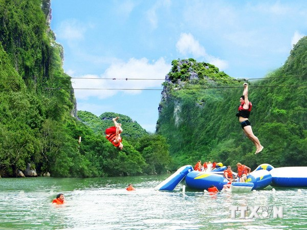 Zip line offers new route to central Vietnam cave