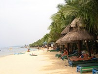 Vietnam island's beautiful beaches lack trained lifeguards