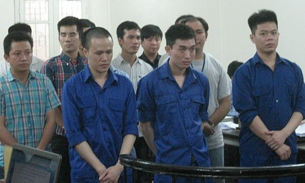A VnExpress photo shows members of gang led by Vuong Huy Long in Ho Chi Minh City that used around 2,000 stolen credit cards to buy goods from online retailers based in the US.