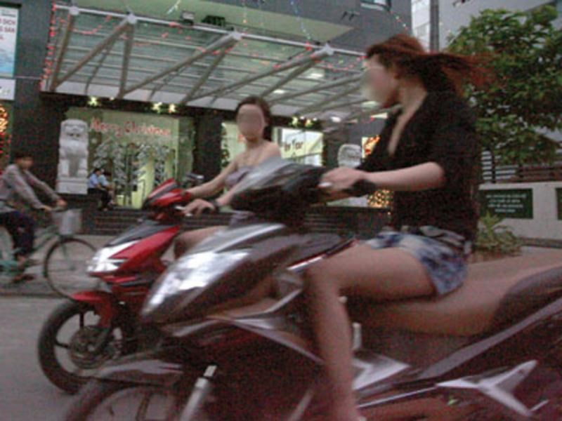 Sex workers on the street in Ho Chi Minh City. Photo: Nghia Pham