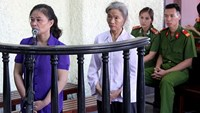 (L-R) Drug traffickers Le Thi Sinh and Tan Leng May at a trial in Nam Dinh Province on September 24, 2014. Photo: Hoang Long
