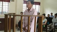 Nguyen Van Hoang on trial in Can Tho on July 31, 2014 for forcing a student to have sex in return for high scores. Photo credit: Tuoi Tre