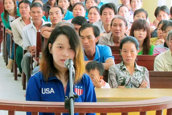 Phan Thi Kim Xuyen on trial for murder in Soc Trang Province on August 19, 2014. Her lover and accomplice turned them both in last December and saved seven innocent suspects whom police allegedly tortured.