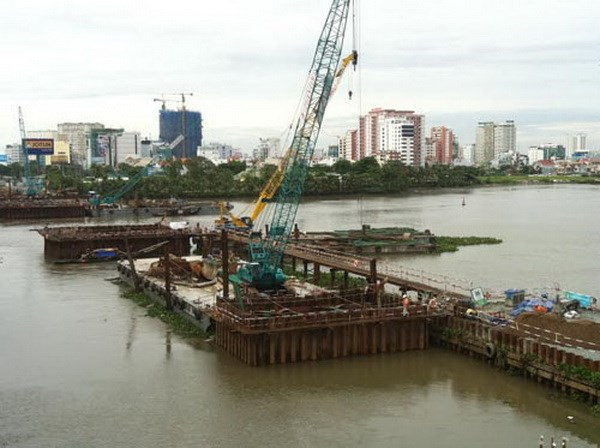 Work on Vietnam's first subway at the Saigon River. Photo: Dinh Phu