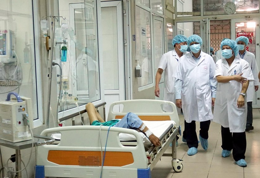 Members of Vietnam's Health Ministry, WHO and CDC visit a Hanoi hospital to inspect their Ebola quarantine ward on October 19, 2014. Photo: Ngoc Thang