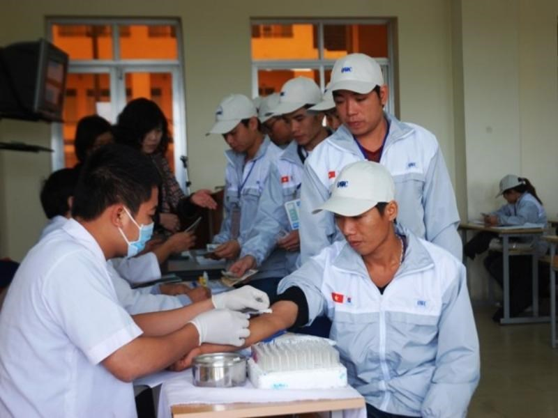 Vietnamese workers receive medical checks before flying to South Korea. Photo: Hong Kieu/Vietnam News Agency