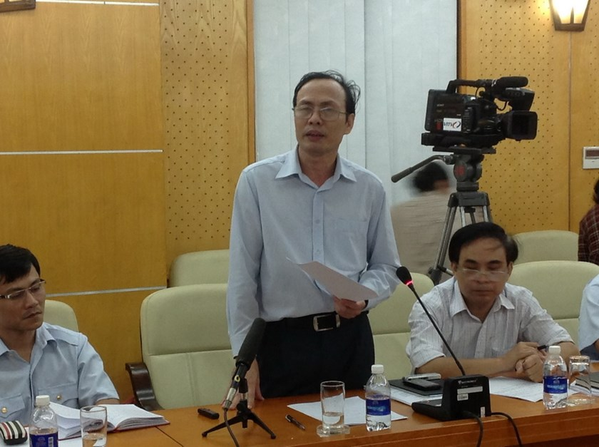 Phi Ngoc Tuyen of the state inspection unit speaks about his lack of confidence in the results of the nation's first asset disclosure campaign during a press briefing on October 23, 2014. Photo: Hoang Trang