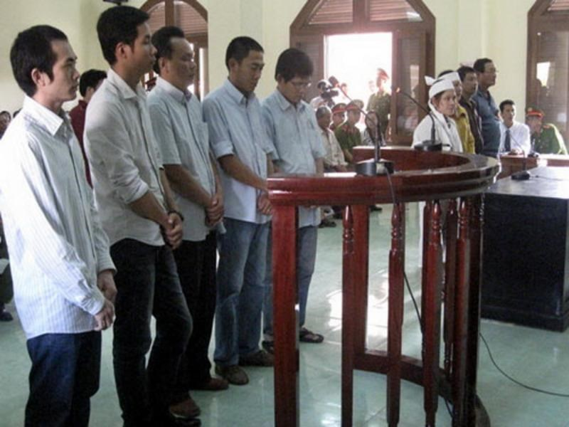 Five Phu Yen cops at their trial for beating a suspect to death in May 2012. Photo: Thanh Nien