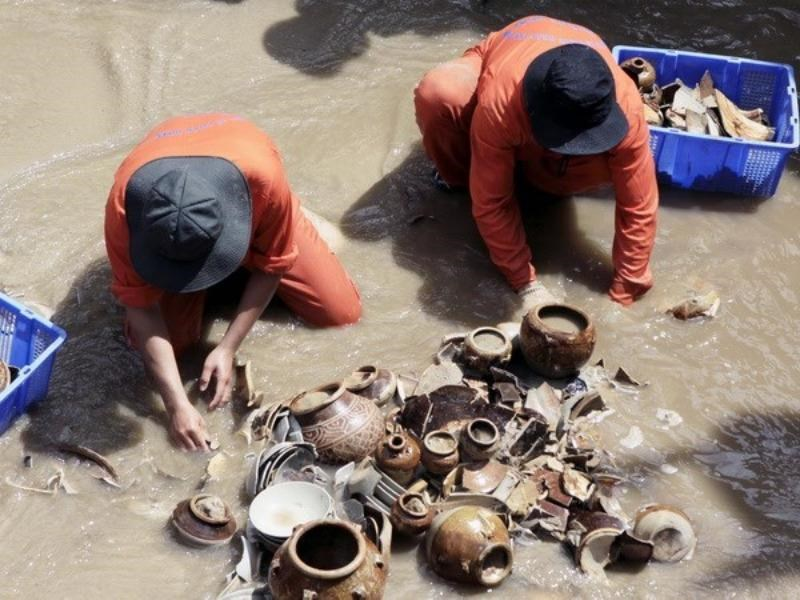 Ancient potteries recovered from a shipwreck off Quang Ngai Province. Photo: Thanh Long/Vietnam News Agency
