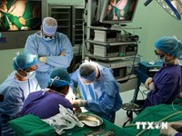 Doctors perform a surgery at Vinmec private hospital in Hanoi. Photo credit: Vietnam News Agency