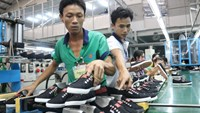 Workers at Dong Hung's shoe manufacturer and exporter to the US in Binh Duong Province. Photo: Tien Long/Tuoi Tre