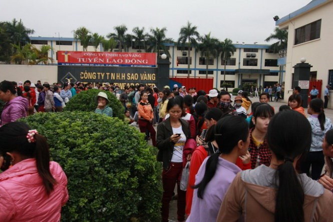 Workers at the Stella shoe factory in Hai Phong went on strike on November 12, 2014. Photo credit: Tuoi Tre