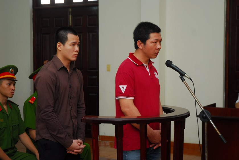 (L-R) Vo Van Tong and Le Thang Bang at trial in Ho Chi Minh City on November 13, 2014 for beating a man to death after he argued with traffic cops they knew. Photo: Phan Thuong