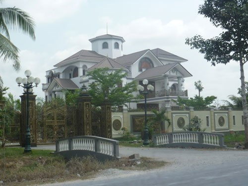 The villa of former Chief Inspector Tran Van Truyen in Ben Tre Province. Photo: Nguyen Khoa Chien