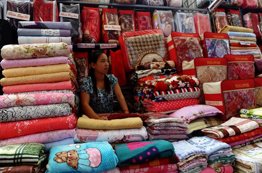 A vendor selling Chinese-made blankets at a market in the northern province of Lang Son on September 23, 2014. Photo: Hoang Dinh Nam/AFP
