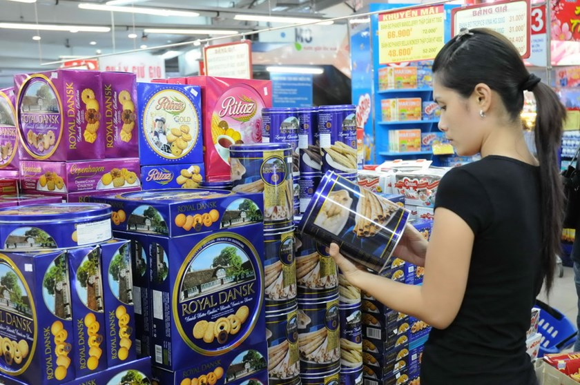 A woman checks a can of Danish snack at Co.op supermarket outlet on Cong Quynh Street, Ho Chi Minh City. Photo: Diep Duc Minh
