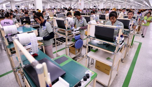 Workers at Samsung's cell phone factory in Bac Ninh Province, northern Vietnam. Photo: Mai Phuong