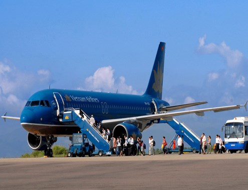A Vietnam Airlines plane at Phu Cat airport in Binh Dinh Province. Photo credit: VnExpress