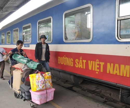 Passengers stand by a north-south train. Photo: Diep Duc Minh
