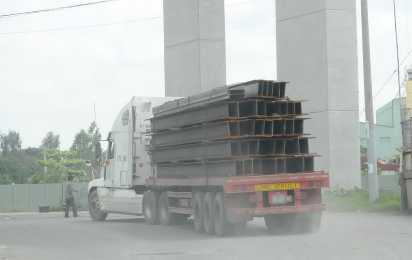Early statistics suggest that 15 percent of trucks in Vietnam are overloaded. Photo: Diep Duc Minh