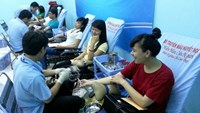 Students donate blood in Ho Chi Minh City on January 18, 2015. Photo credit: Dai Viet/Tuoi Tre
