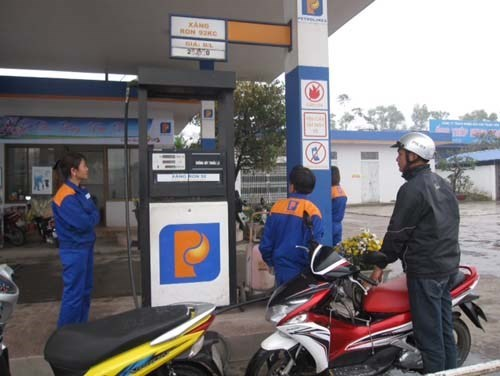 A gas station in Vietnam. Photo: Hoang Long