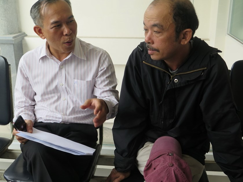 Truong Ba Nhan (R) and his lawyer who helped him demand for a compensation for wrongful detention. Photo: Phan Thuong