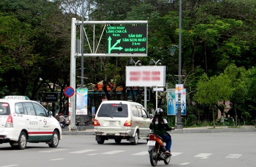 Vehicles on the road to Tan Son Nhat airport in Ho Chi Minh City. Photo credit: VnExpress