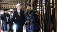 US ambassador Ted Osius visits Trieu temple at Hue citadel. Photo credit: VnExpress
