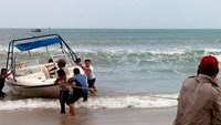 Starved, dehydrated Russians rescued from drifting boat in Nha Trang