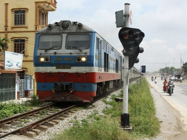 Current train speed of up to 70 kph makes railway a poor option for Vietnamese travelers. Photo credit: Vietnam News Agency