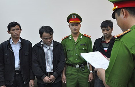 Police arrest three Agribank employees in Quang Nam Province for gambling away the bank's money. Photo credit: Phap Luat TPHCM Newspaper