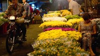 Up all night: Flower market adds colors to Saigon vivid life