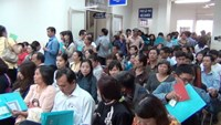 People wait to finish their visa application at a Vietnam office on March 19, 2015. Photo credit: Tuoi Tre