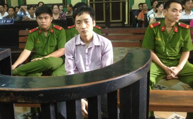 Nguyen Van Dung, 32, at a trial in Ho Chi Minh City March 31, 2015 for intending to kill a woman with acid after he turned down his romantic offer. Photo credit: Tuoi Tre