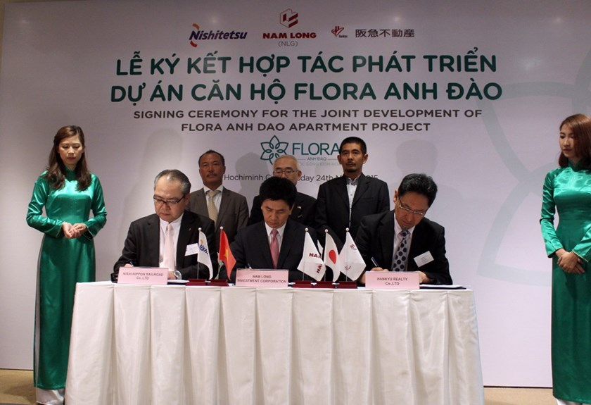The signing ceremony for Flora Anh Dao apartment project