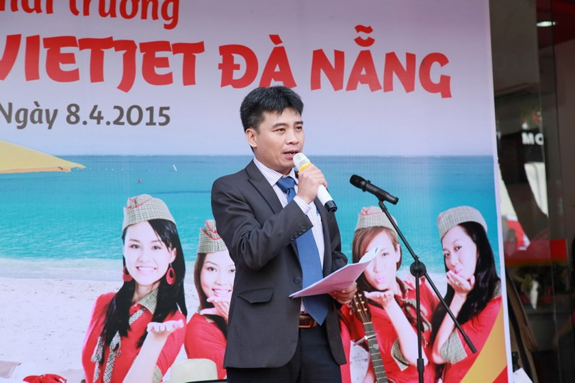 A Vietjet representative at the launching ceremony