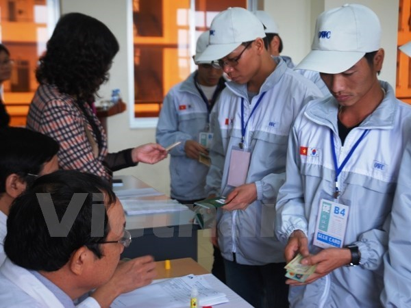 Vietnamese workers go through some procedures before flying to work in South Korea. Photo credit: Vietnam News Agency