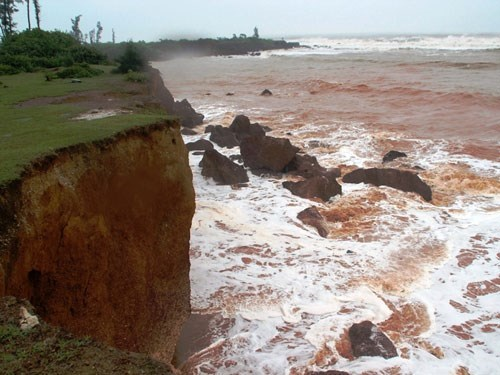 Part of a coastline in Quang Nam Province has been severely eroded. Photo: Hoang Son