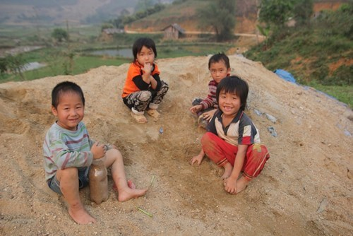 Children play in Mo Ba Village in Thai Nguyen Province. Photo: Thuy Hang